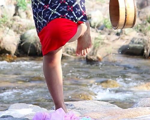 おばあさんは川へ洗濯に